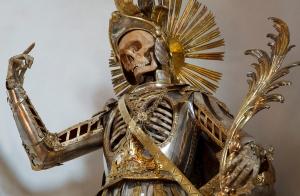 Is St. Pancratius flipping the bird at La Luz de Jesus?