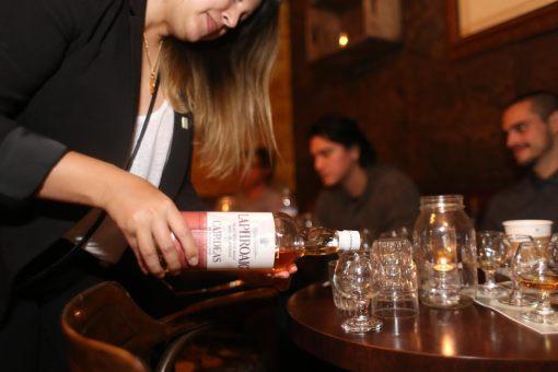 Pour of Laphroaig Cairdeas (photo Eugene Lee)